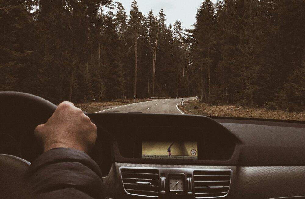 Kui aga peab rooli istuma, siis võib õigesti valitud marsruut ja teave eesootavate teeolude kohta eriti talvel olla pikemate autoreiside planeerimisel vägagi olulised.