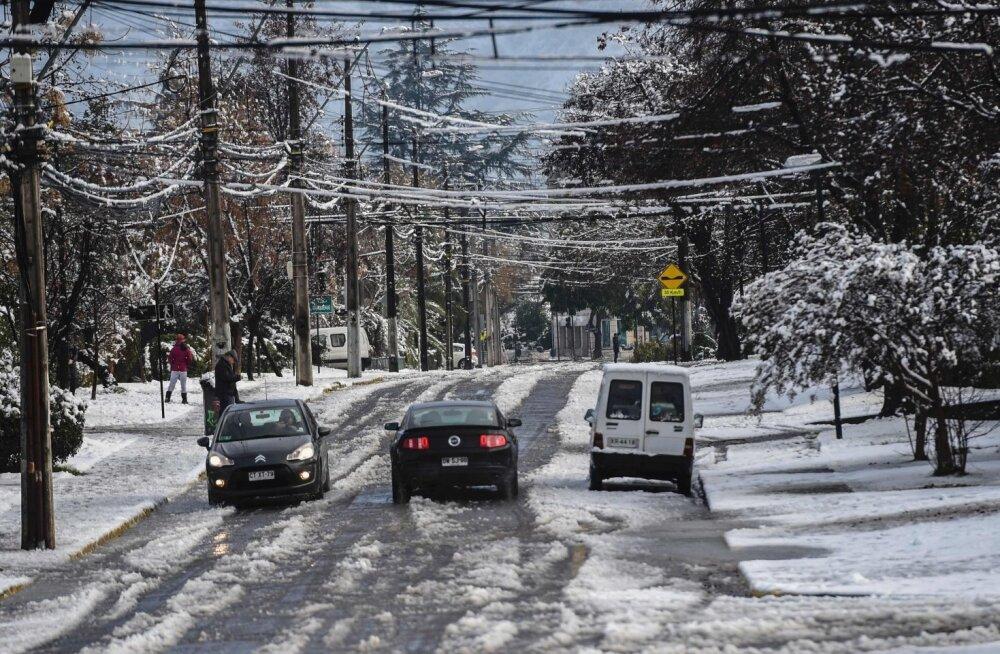 ВИДЕО: Столицу Чили завалило снегом — есть пострадавшие