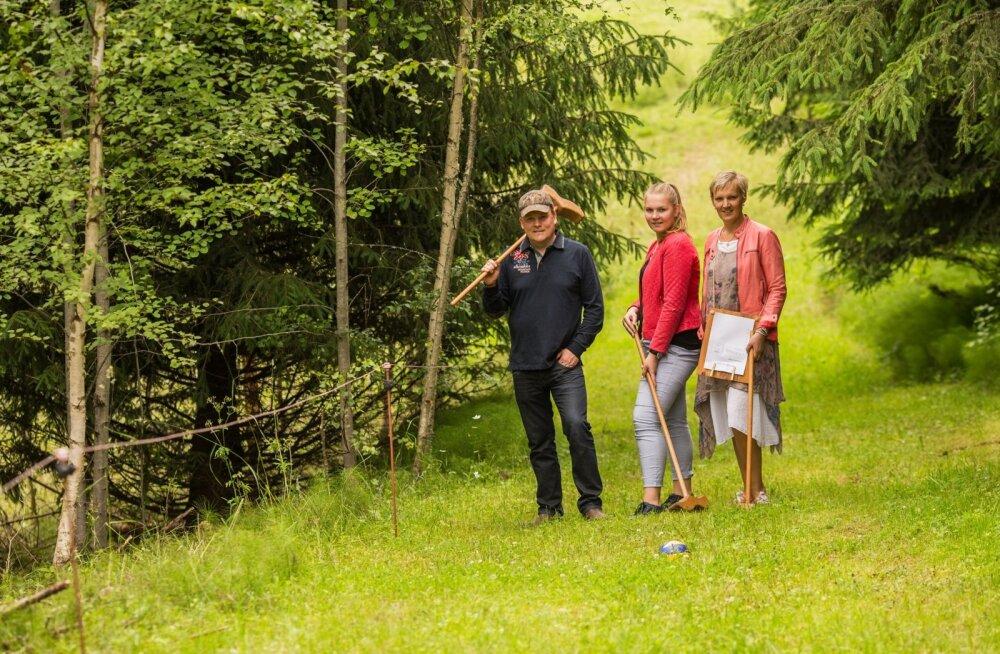 Tiri-Jakobi talus saab mängida maamehe golfi - Tarmo Kokk, Eliise-Mariin Sepp ja Karin Sepp