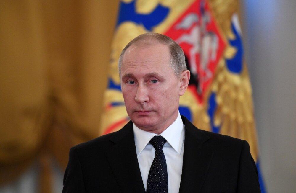 Putin: Gazpromi autode gaasile üleviimine viis juhtide lahkumiseni, sest ei saa enam bensiini ja diislit varastada