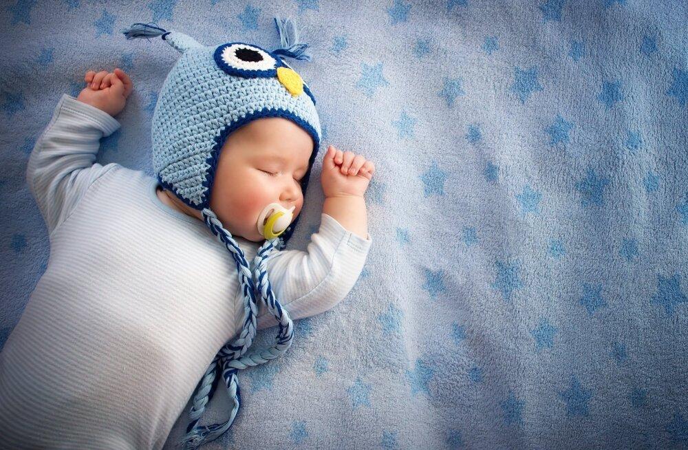 Lapse neljanda elukuu paiku tekib vanematel esimene võimalus beebi unerütmi ja -tsükleid soovitud suunas leebelt mõjutada.