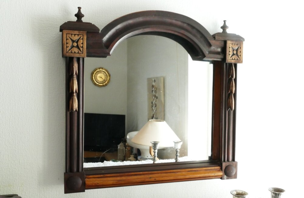 Taastatud peegliraam ja uus peegel.