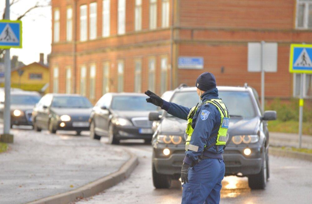 Politsei Viljandis Ugala ringil