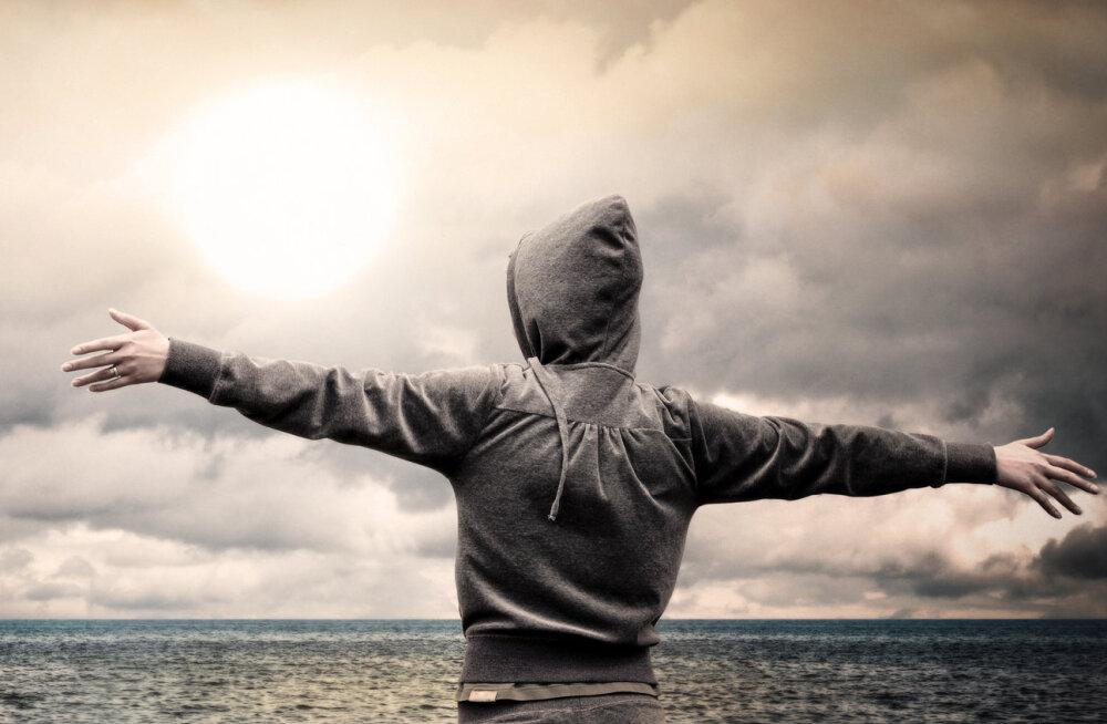 24 tsitaati Eckhart Tollelt elu, õnne ja kannatuse kohta