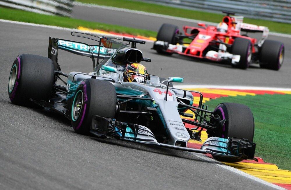 Lewis Hamilton kihutab võidu poole.