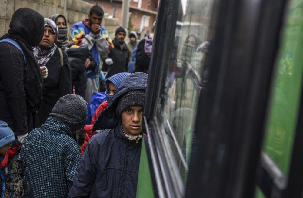 Pagulased keeldusid bussist väljumast. Rootsi külas on liiga külm