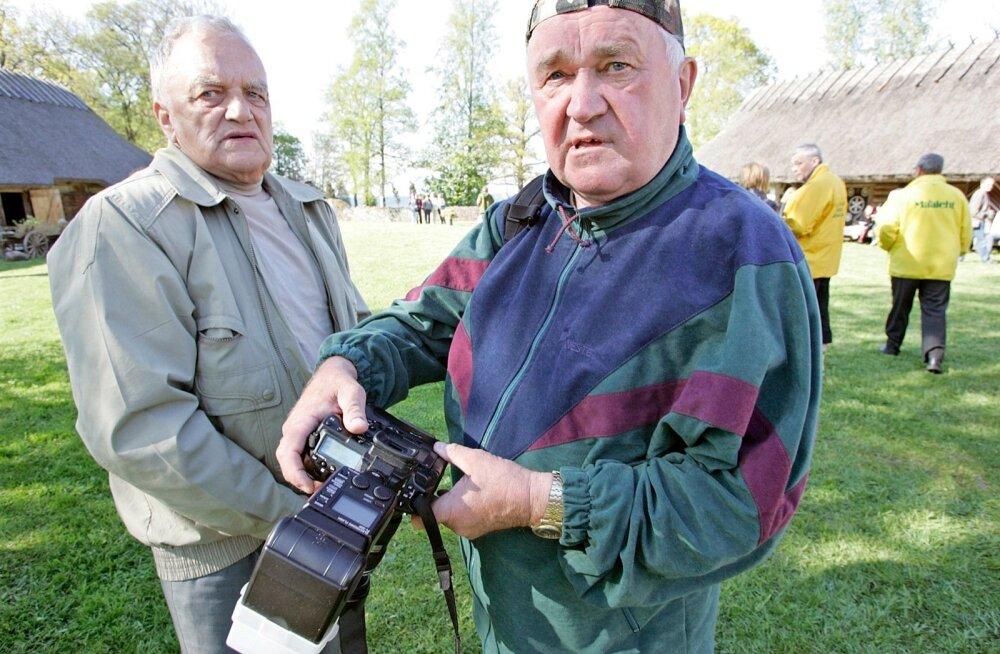 Arvi Kriis (paremal) Maalehe simmanil 2008. a.