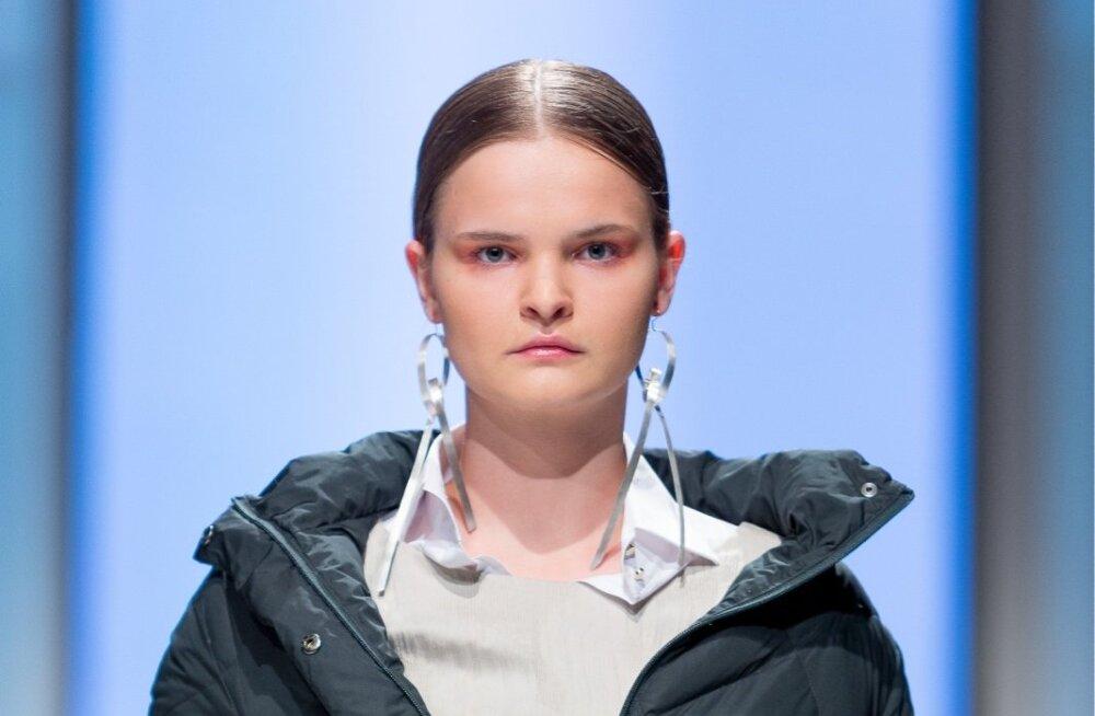 Ivo Nikkolo kevadkollektsiooni juurde disainis ehtekunstnik Triin Kukk ka erikomplekti ehteid. Hõbedast kõrvarõngaid saab olenevalt tujust ja soengust kanda kas kahes või ühes kõrvas.