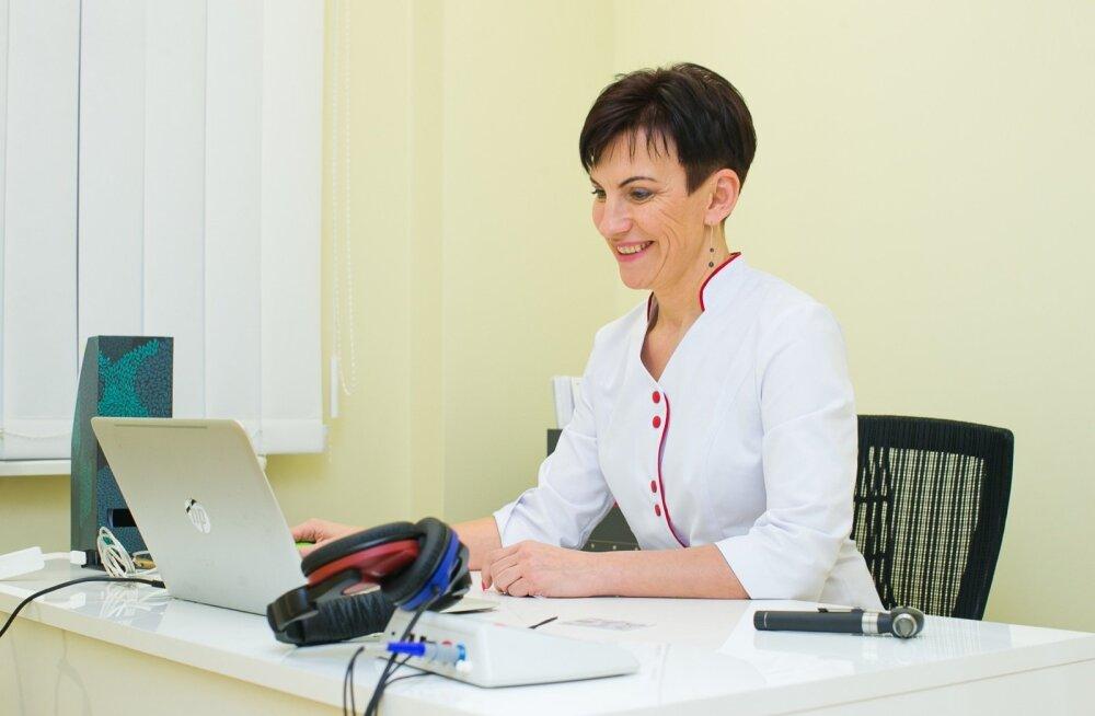Perearst dr Karin Pärnpuu sõnul on tavaline arvuti veebikaamera konsultatsiooniks piisavalt hea. Kui aga levi peaks olema nii niru, et videopilt enam läbi ei tule, saab arst patsiendile lihtsalt helistada.