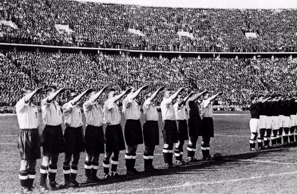Inglismaa jalgpallikoondis tervitab publikut natsizestiga