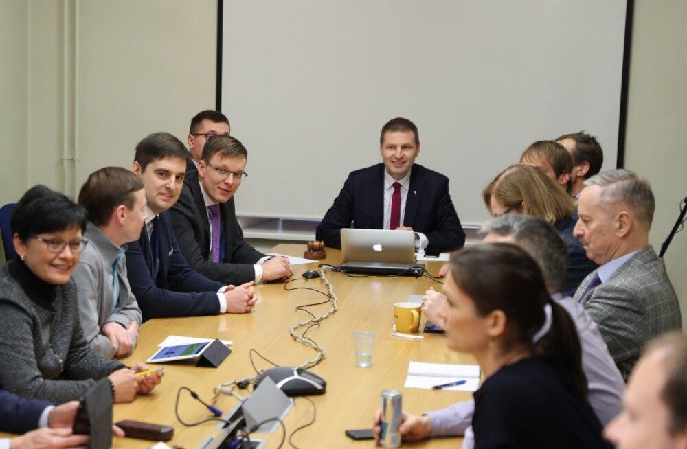 Reformierakonna juhatus valis uueks peasekretäriks Rait Pihelgase (vasakult neljas).