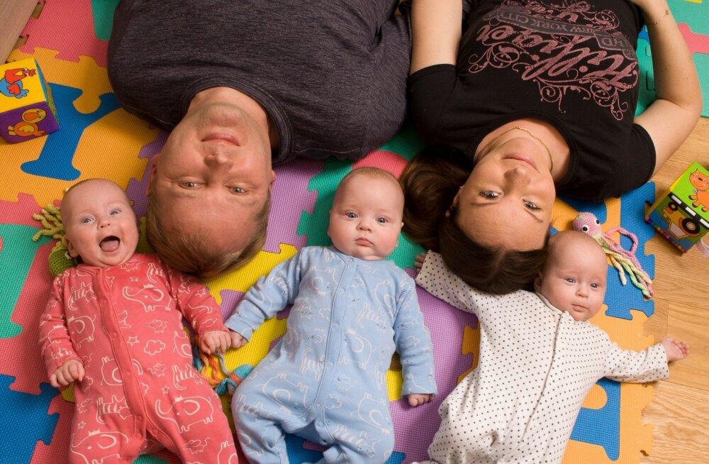 Pere ja Kodu eriajakirjas BEEBI | Kolm kuud enneaegsetena sündinud kolmikute vanemad: see on kolmekordne rõõm... ja mure