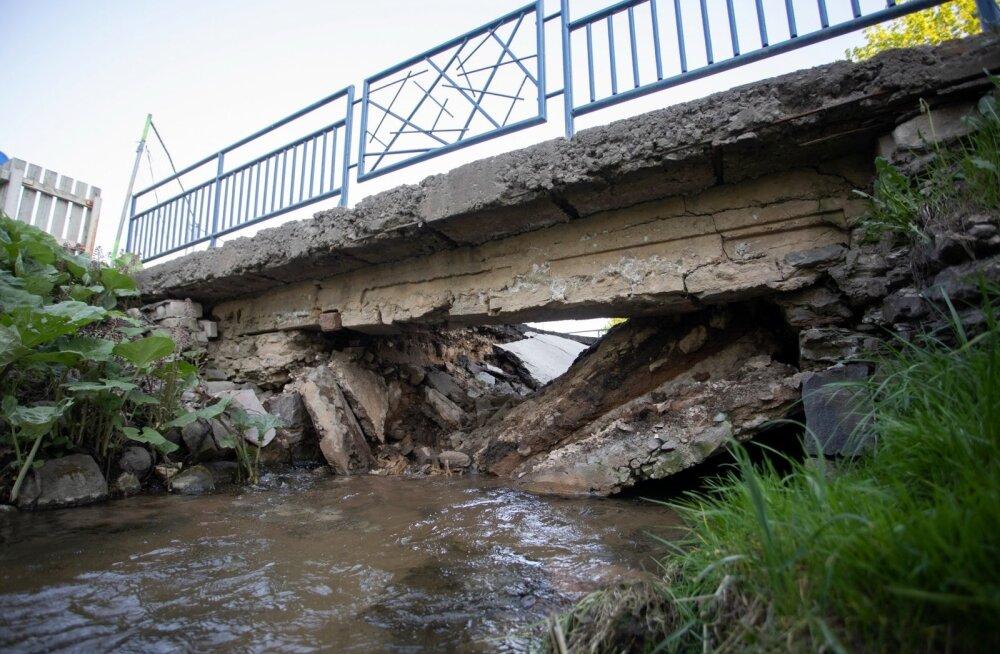 Rakveres Karja tänaval vajus sild sisse