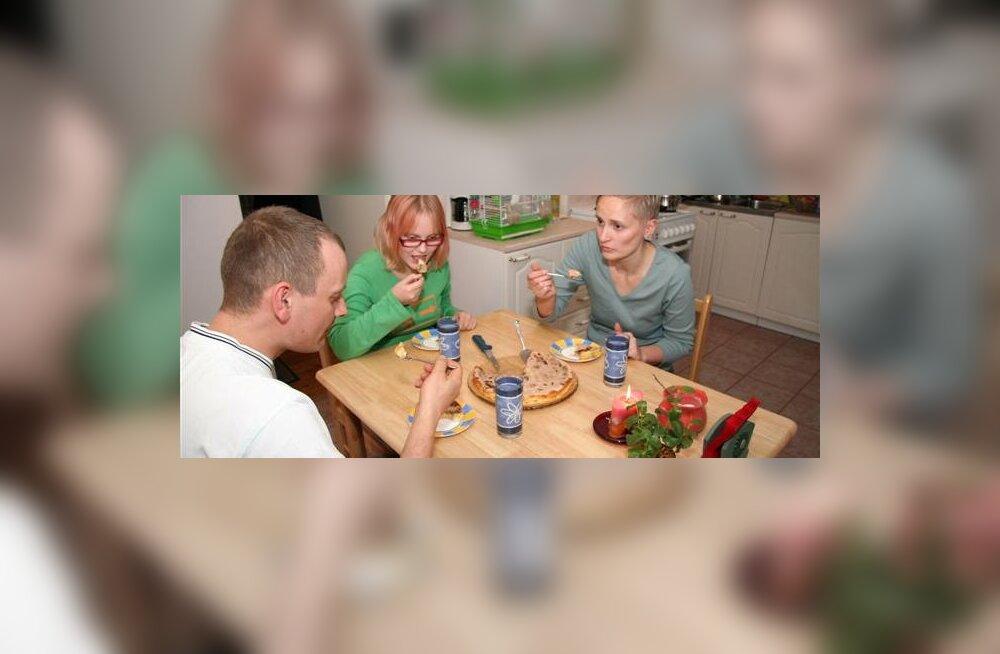 Perekondlikud õhtusöögid kasvatavad lastes sotsiaalset närvi