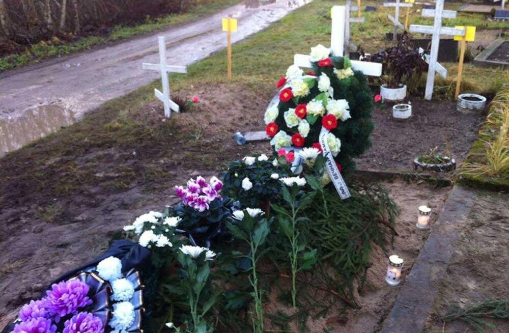 Женщина в шоке: поверх могилы ее брата похоронили чужого человека