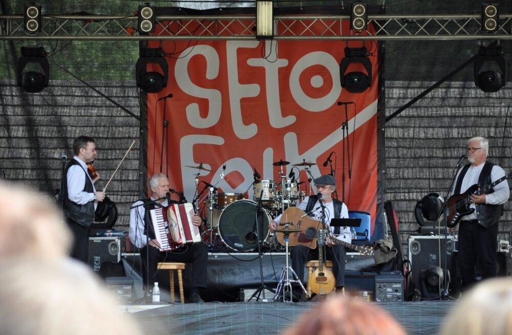 Kukerpillid Värskas Seto Folgil.