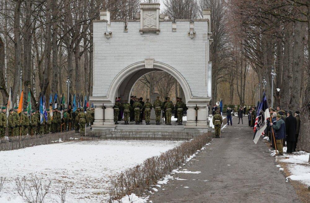 Aleksander Einselni ärasaatmine Kaitseväe kalmistul