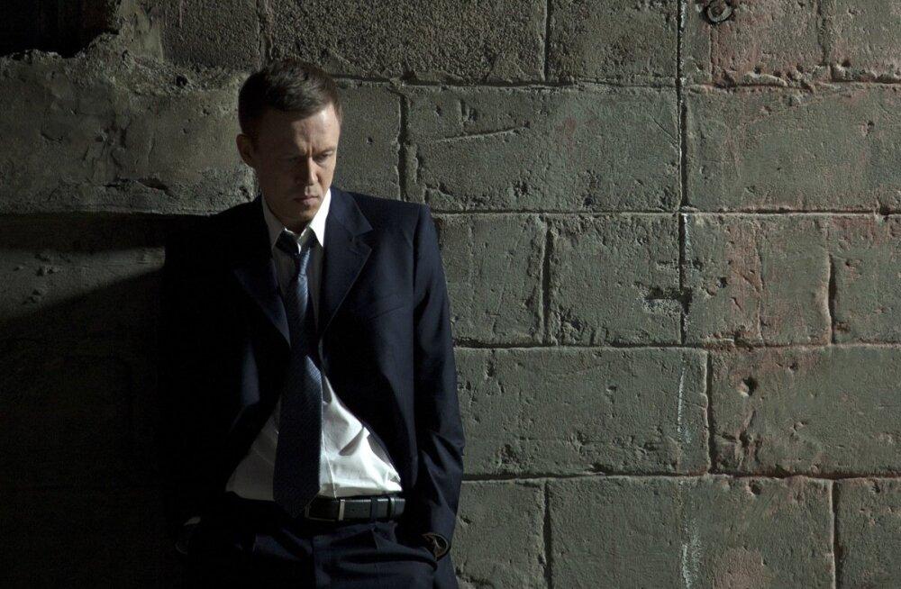 Eesti filmide suurärimees on vaikiv ja kannatav dekadentlike kalduvustega mõistatuslik tüüp.