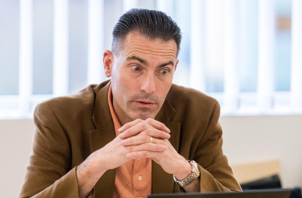 Gemalto Eesti esindaja, Trüb Baltic AS-i tegevdirektor Andreas Lehmann väidab, et teavitas nii PPA-d kui RIA-t ID-kaardi turvanõrkusest juba juuni keskel, ent puhkusemeeleolus ametnikud jätsid teema tähelepanuta.