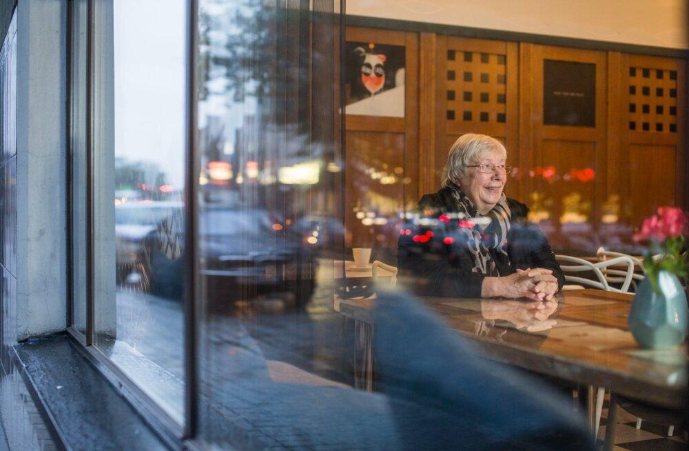 Marju Lauristin Ylicooli kohvikus