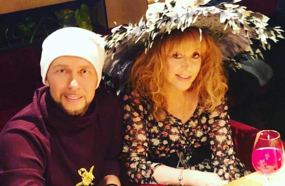 """ФОТО: Пугачева отметила """"праздник желтых цветов"""" в клубе Киркорова"""