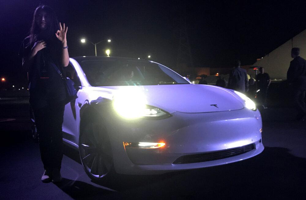 Tesla mudel 3 ostuõiguseid müüakse suure vaheltkasuga