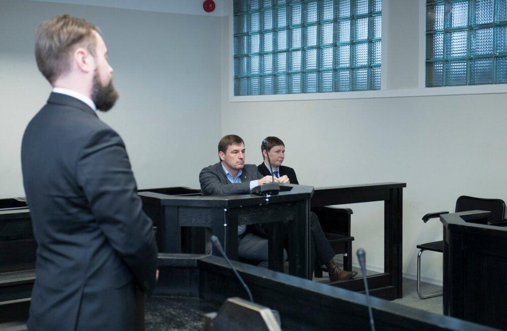 Juhtiv riigiprokurör Steven-Hristo Evestus (vasakul), Tõnis Allik ja Marko Kilk eile kohtus