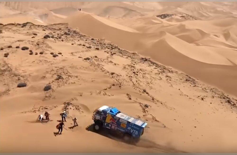 VIDEO | Venelane sõitis Dakari rallil pealtvaataja jalast üle ning sai disklahvi. Sõitja ei saanud arugi, mis juhtus