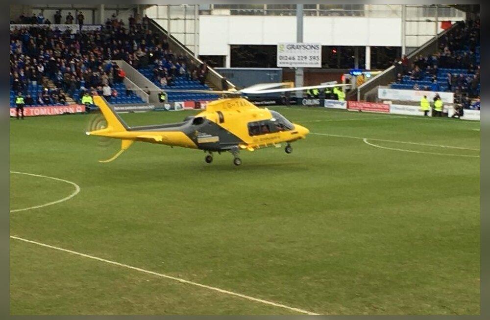 Helikopter maandus jalgpalliplatsile