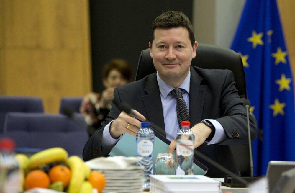 Peale Martin Selmayri kandideeris Euroopa Komisjoni uueks peasekretäriks ainult üks inimene, kes otsustas enne lõpliku valiku langetamist siiski loobuda.