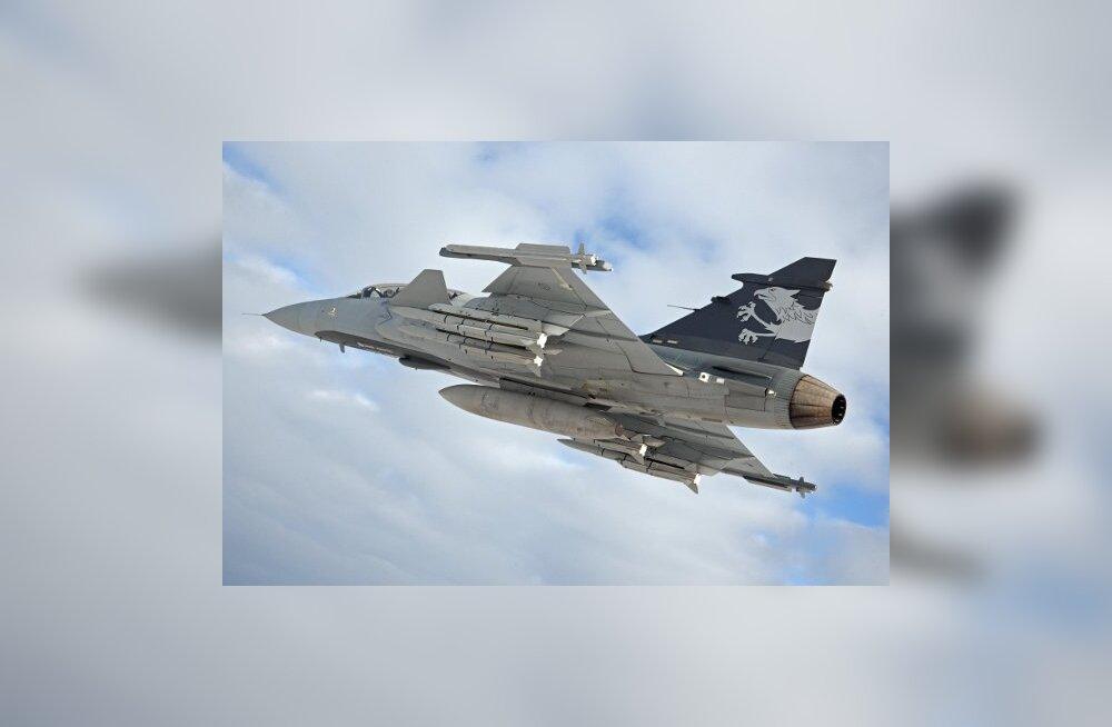 Saab Gripen E - uue põlvkonna hävitaja tõusis Rootsis õhku
