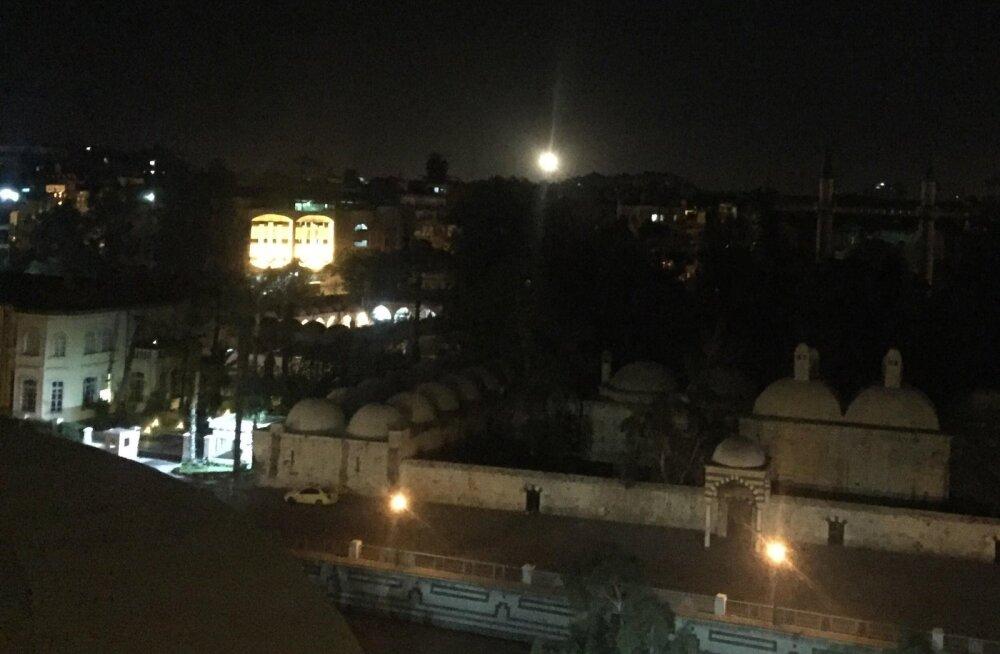 Süüria teatel tulistas õhutõrje Homsi provintsis alla lennubaasi suunas lennanud raketid