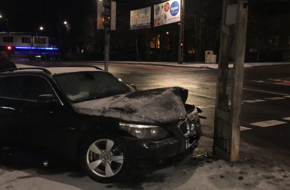 ФОТО: Охранники G4S задержали нетрезвого водителя BMW, совершившего в Таллинне ДТП
