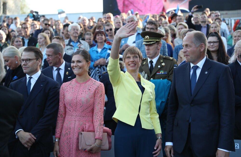 FOTOD   Rootsi printsess Victorial oli tihe päev: tegus hommik, vesine reis ja ülevad momendid Üheslaulmisel!