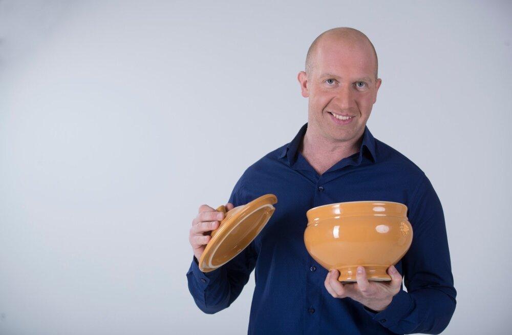 """""""Ära osta jõululauale valmistoitu, vaid valmista ise tervislikud variandid traditsioonilistest jõuluroogadest,"""" õpetab Erik Orgu."""
