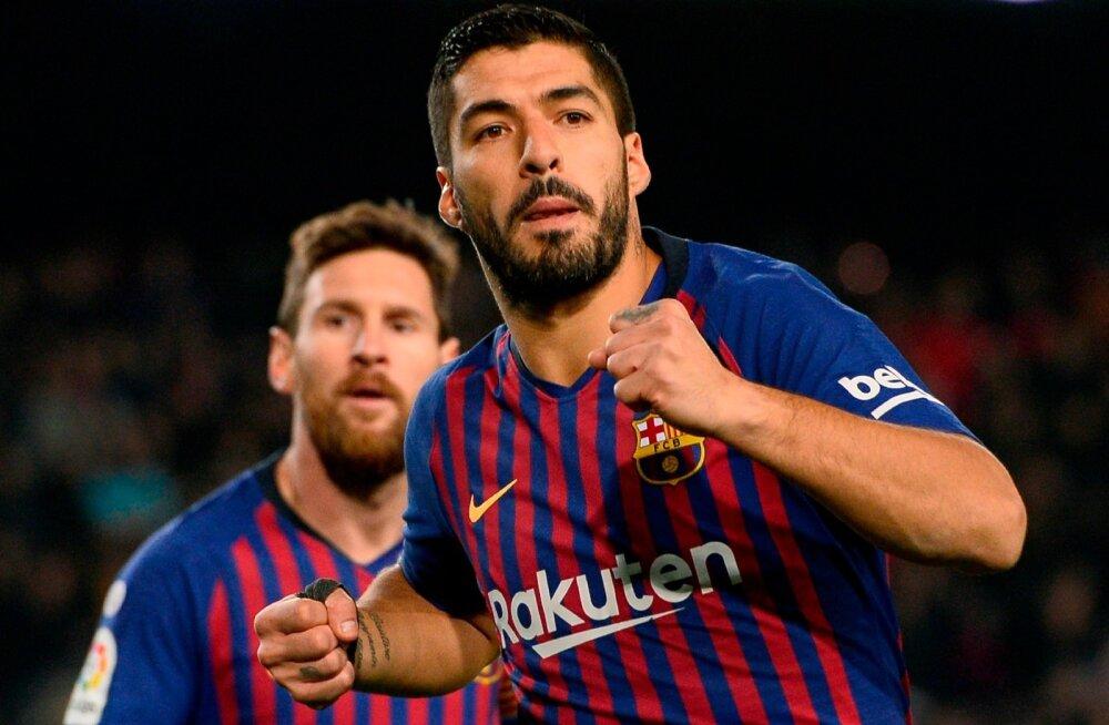 Luis Suarez ja Lionel Messi väravat tähistamas.