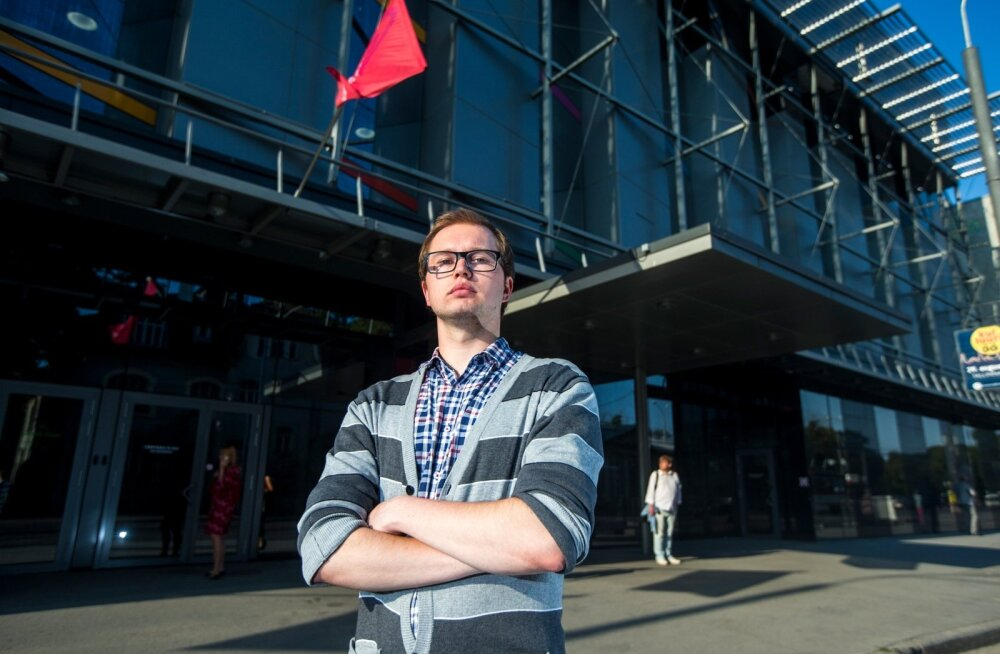 Eesti üliõpilaskondade liidu juht Jaanus Müür usub, et kõrgharidusega inimeste Eestis hoidmiseks peaks atraktiivse keskkonna loomine sundimisest tähtsam olema.