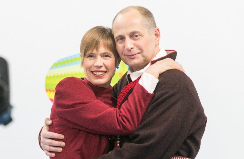 Kersti Kaljulaidi ja Georgi-Rene Maksimovski kallistus välklampide ees