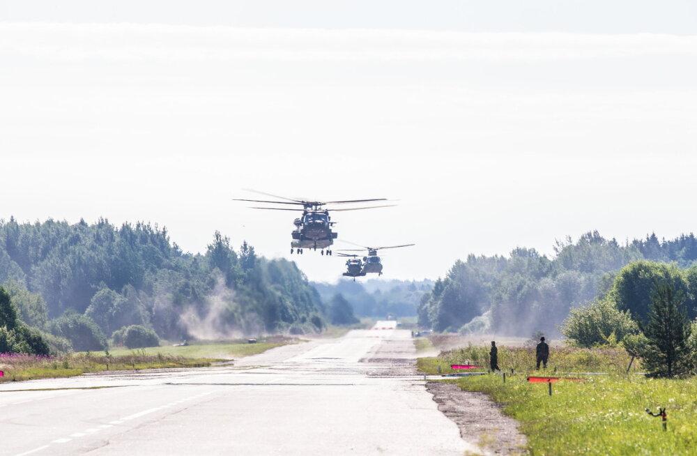 Kaitseväe aastaraamatust: ajutine lennuväli Piibe maanteel ehk miks USA lennukid seal maanduvad