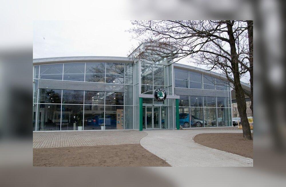 Разозлившийся из-за цены клиент получил удар в лицо от сотрудника представительства Škoda