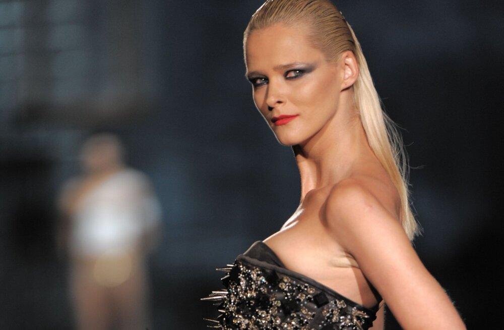 FOTOD LÄBI AEGADE | Supermodell Carmen Kass tähistab täna 40.sünnipäeva ja on endiselt tippvormis