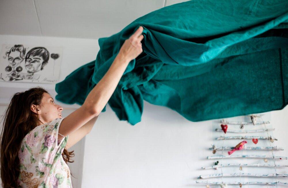 Lugejad arutlevad: kas ja kui palju peavad teismelised lapsed vanemaid kodutöödega aitama?