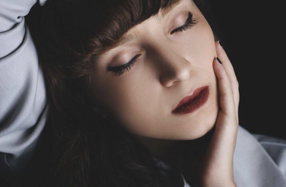 Räägime näokarvadest: mis põhjustab nende kasvu ja kuidas tüütust murest vabaneda?