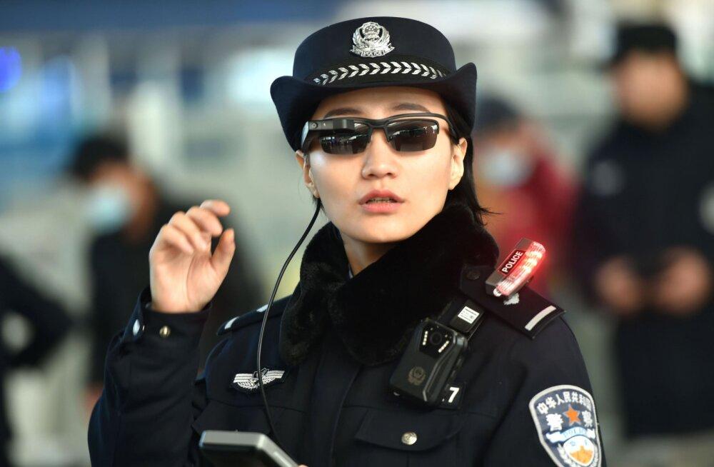 Hiina politseinikud varustati nutiprillidega, esimesed kahtlusalused on nende abiga juba kinni peetud