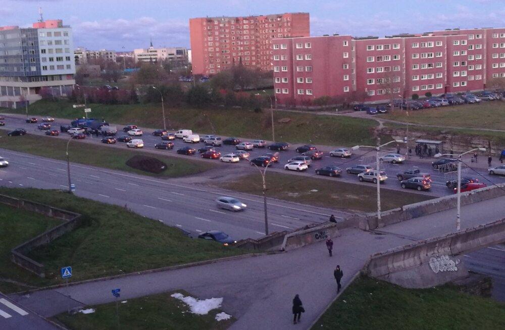 LUGEJA FOTO ja VIDEO | Laagna teel Paesilla kandis juhtus kolm avariid kaheksa autoga. Liiklus oli häiritud