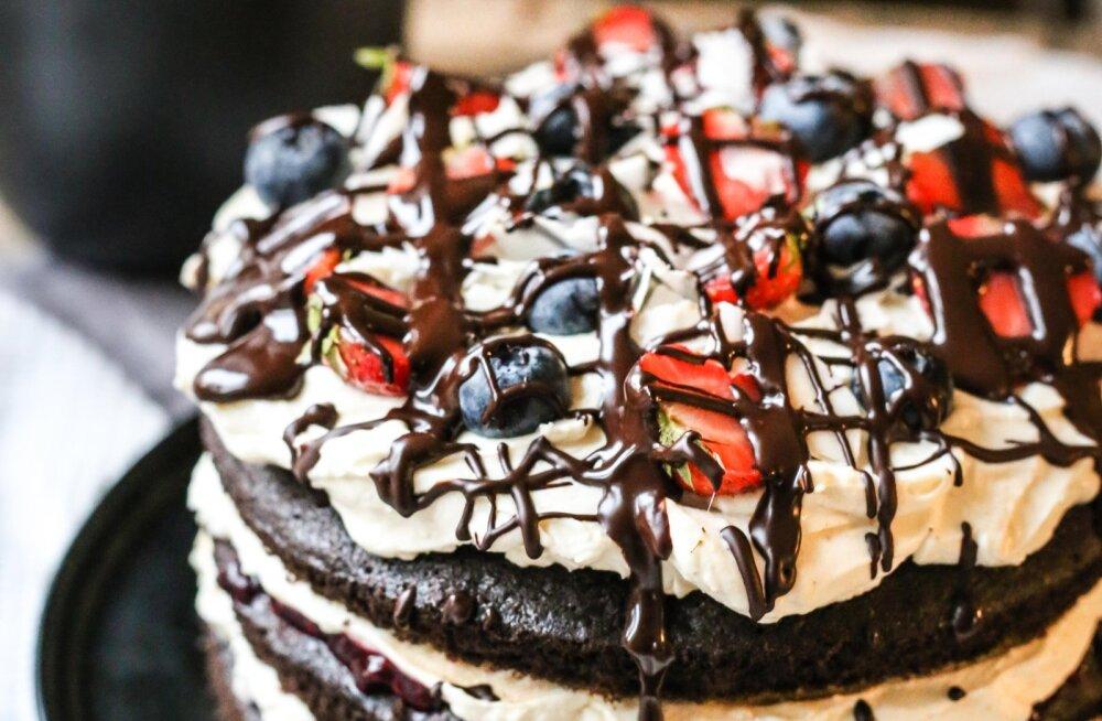 RETSEPT | Uhke kihilise šokolaaditordi küpsetamiseks polegi vaja hullult vaeva näha