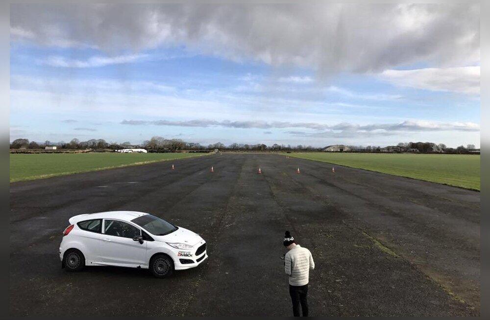 Miko Niinemäe tutvus Inglismaal uue auto, meeskonna ja konkurentidega