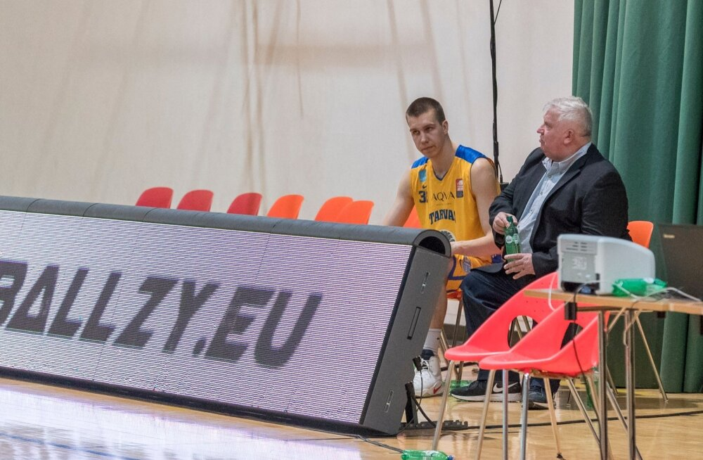 Rakvere Tarva peatreener Andres Sõber ja senine mängiv mänedžer Madis Šumanov pärast tänavuse hooaja viimast meistriliiga mängu. Tuleval hooajal aetakse asju juba uut moodi.