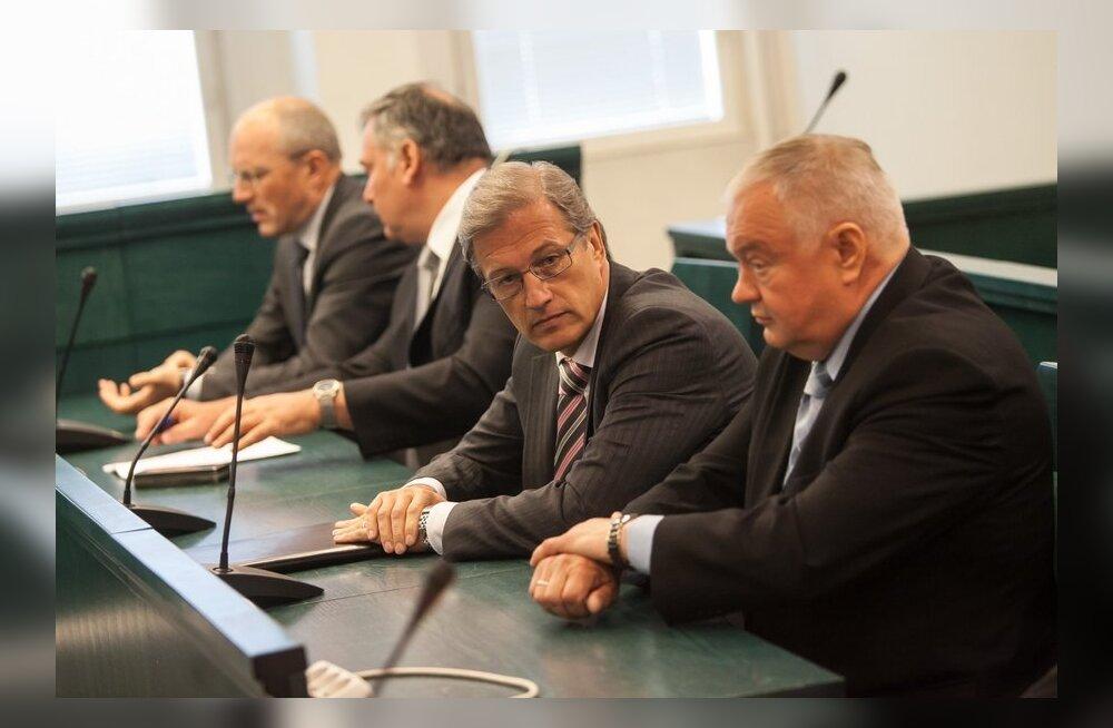 Riik peab lisaks 1,3 miljonile hüvitama ka tuhandete eurode eest maadevahetuses süüdistavate vabadusekaotuse.