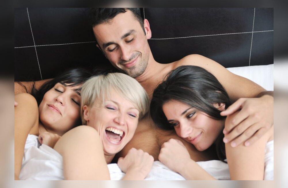 Женщина и мужчина во время секса